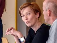... als auch mit ihrem Praxispartner, hier Antje Ebermann vom Verein Arbeit und Toleranz e.V.