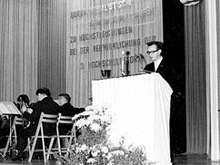 Minister Schirmer während seiner Festrede anlässlich der Gründung der Ingenieurhochschule Mittweida. Quelle: Hochschularchiv Mittweida, F_00609_003.