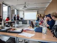 Drei studentische Gruppen stellen ihre Foschungssansätze vor ...