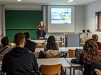 """""""Kurz noch schnell die Welt retten?"""" – Christina Kolb informiert über die Karrierechancen nach dem Studium in """"Energie- und Umweltmanagement""""."""