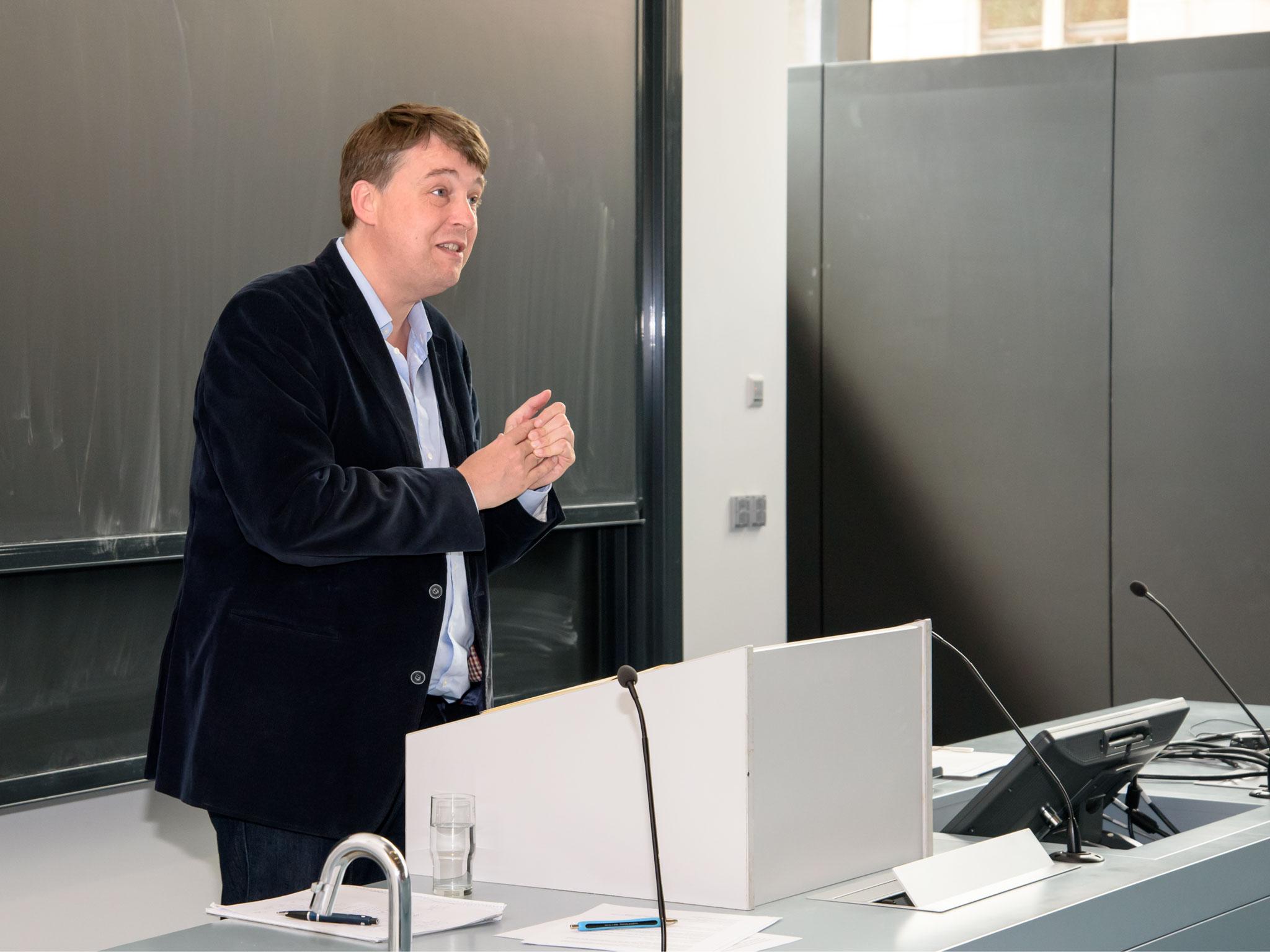 """Prof. Dr. Christoph Meyer moderiert die Fachtagung """"Die Grenzen der Toleranz"""" am 1. September."""