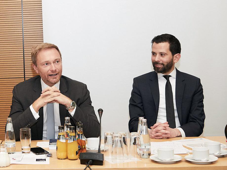 """Christian Lindner und Prof. Dr. Martin Pätzold bei der Buchvorstellung von """"Reichtum ohne Grenzen? Die Soziale Marktwirtschaft im 21. Jahrhundert"""" in Berlin."""